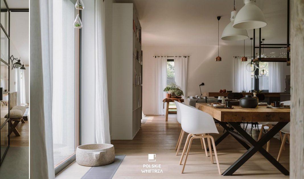 Apartament w drewnie, stali i szkle - widok na jadalnię - Polskie Wnętrza