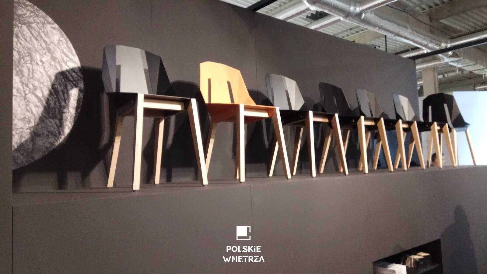 krzesła | 24